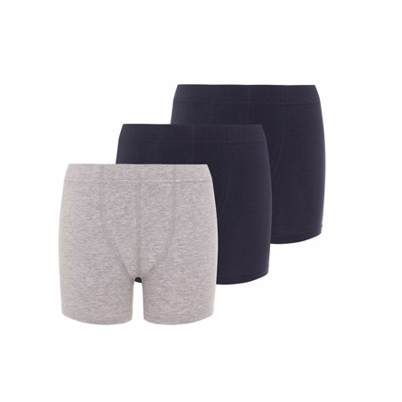 NAME IT 3-Pak Basis Boksershorts Navy & Grå - Basis boksershorts fra Name It: 2 par i mørkeblå og 1 par i grå. 95% økologisk bomuld, 5% elastan. Vaskes ved 40 grader.